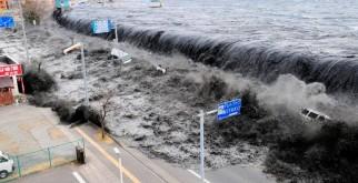 Самые разрушительные цунами в истории (ФОТО)