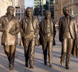 Памятник легендарной группе в Ливерпуле